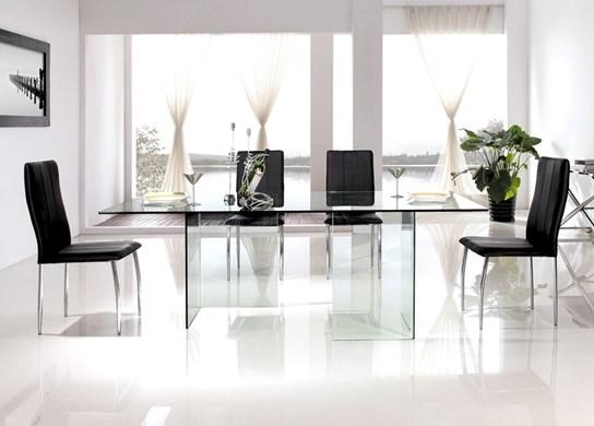 Table design entièrement en verre